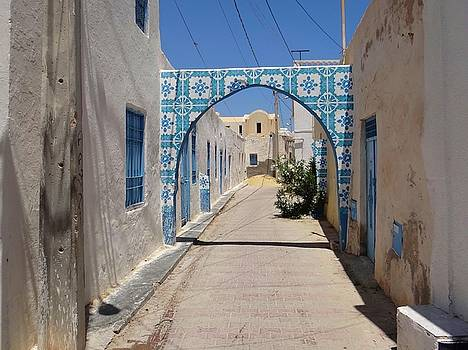 Djerba Street Art - Alleyway by Exploramum Exploramum