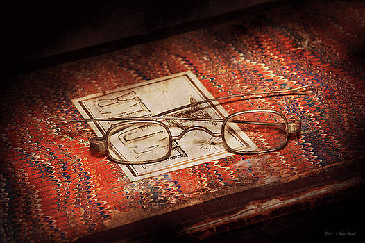 Mike Savad - Doctor - Optician - Reading glasses