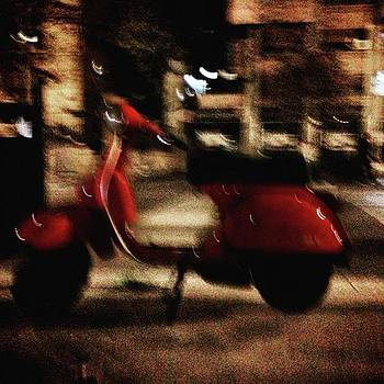 #dodoveneziano #stillnight #red #vespa by Dodo Veneziano