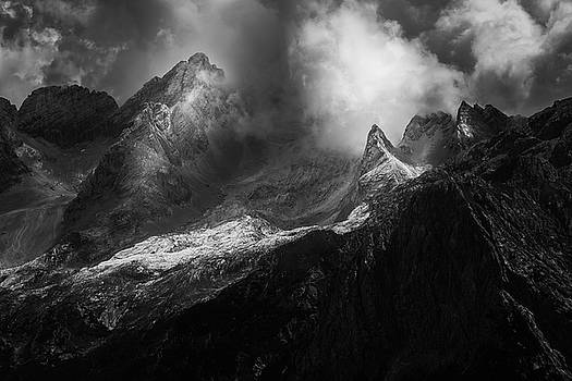 Drama in the mountains by Toma Bonciu