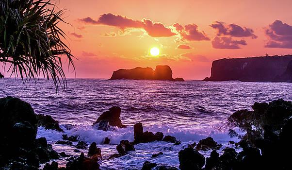 Puget Exposure - Dramatic Maui Sunrise