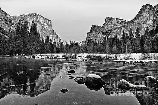 Jamie Pham - Dramatic view of Yosemite Valley.