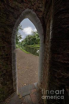 Drayton footbridge by Steev Stamford