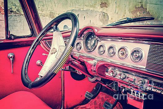 Delphimages Photo Creations - Driving in Havana