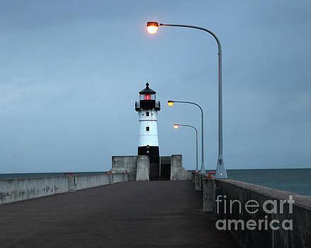 Duluth lighthouse by Lori Tordsen
