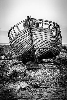 Dungeness Fishing boat. by Kelvin Trundle