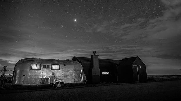Dungeness House And Airstream under the stars by David Attenborough