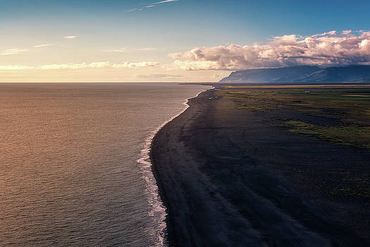 Dyrholaey Beach by Tor-Ivar Naess