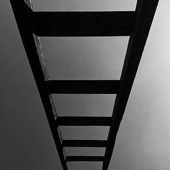 E Sonhou: E Eis Uma Escada Posta Na by Leonardo Mendes
