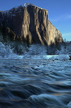 Early morning light on El Capitan during winter at Yosemite National Park by Jetson Nguyen