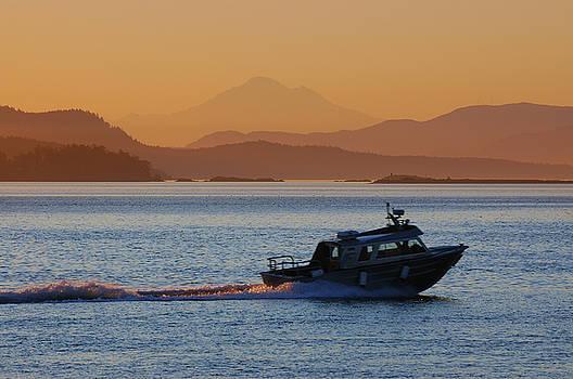 Reimar Gaertner - Early morning Sidney Speedboat and Mt Baker