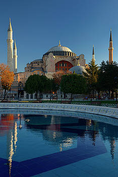 Reimar Gaertner - Early morning sun on the Hagia Sophia with reflection in fountai