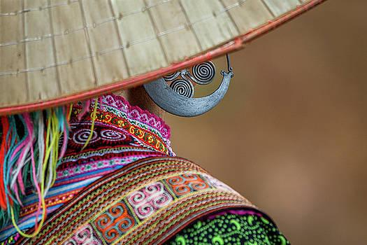 Earring by Hitendra SINKAR