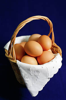 Gaspar Avila - Eggs in a wicker basket.