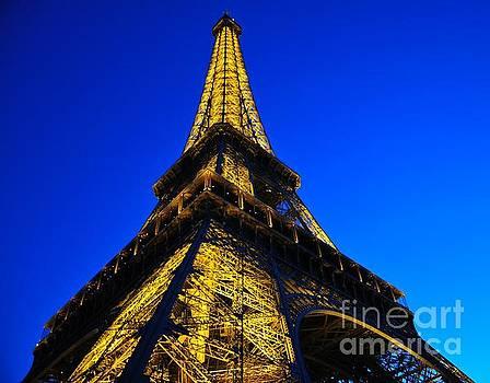 Eiffel Tower at dusk by Akshay Thaker