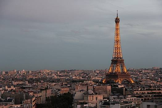 Eiffel Tower at dusk by Sean Flynn
