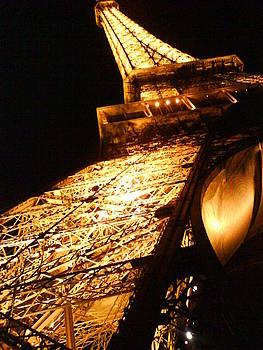 Eiffel's leg by Nyna Niny