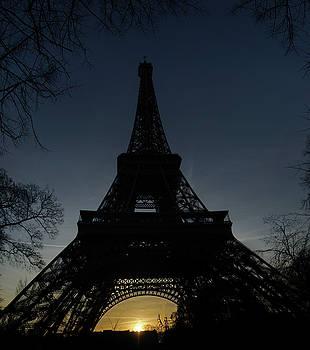 Eiffeltower at sundown by Erik Tanghe