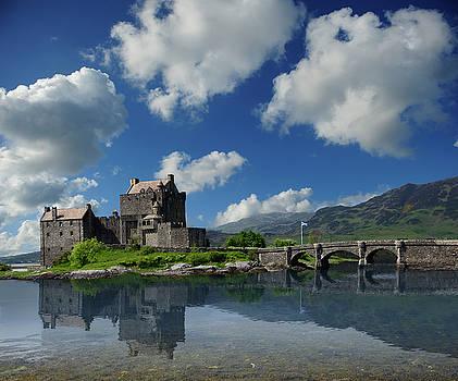 Eilean Donan Castle by Don and Bonnie Fink