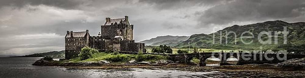 A bonnie wee castle by Howard Ferrier