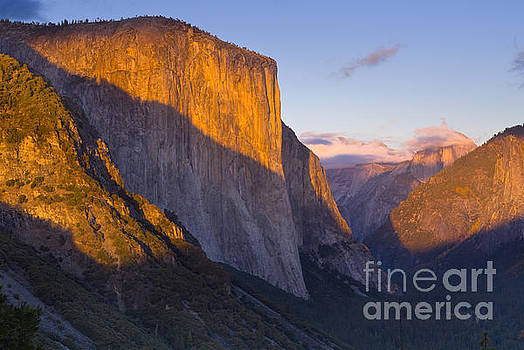 El Capitan and the Yosemite Valley by Justin Foulkes