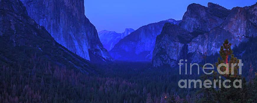 El Capitan blue hour by Benny Marty