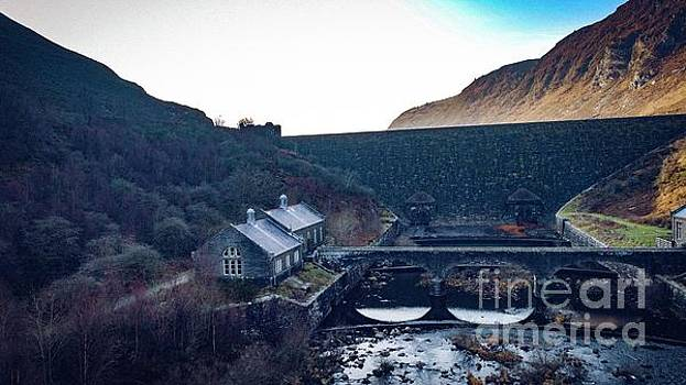 Elan Valley Dam and House by Owen Hunte