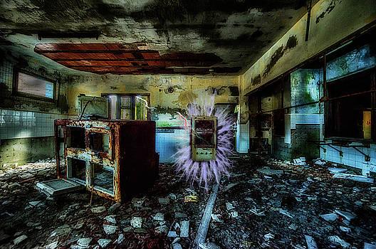 ELECTRIC SHOCK ON ABANDONED HOTEL ON LIGURIA MOUNTAINS - Pericolo di scossa nell'hotel abbandonato by Enrico Pelos
