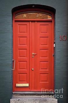 Sophie McAulay - Elegant red door