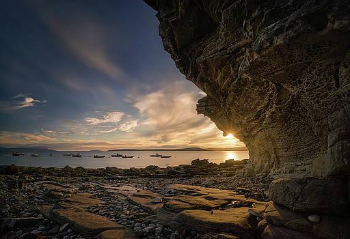 Elgol rocks in sunset by Swen Stroop