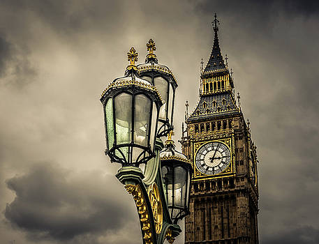 Elizabeth Tower and Lamp on Westminster Bridge by Nicky Jameson