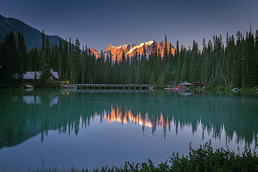 Emerald Lake at sunrise hour by William Lee