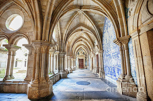 Ariadna De Raadt - enfilade of cathedral cloister Se, Porto, Portugal