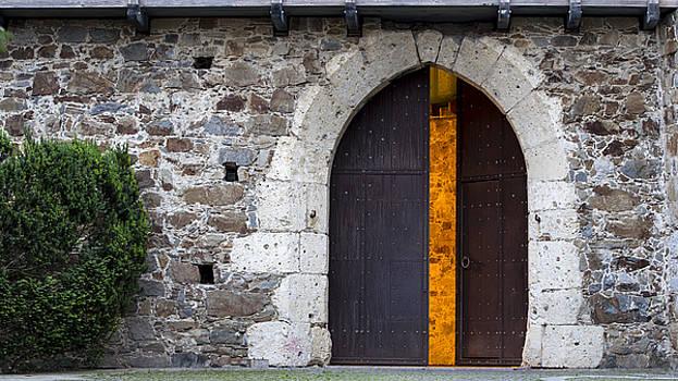 Vyacheslav Isaev - Enigmatic door