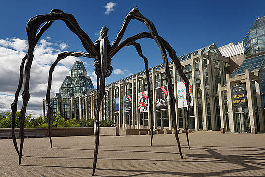 Entrance to the National Gallery of Canada in Ottawa with bronze by Reimar Gaertner