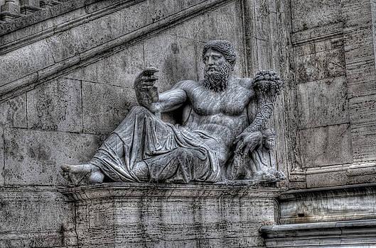Estatua 1 by Miguel Pardo