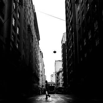 Eu, O Senhor, A Guardo, E Cada Momento by Leonardo Mendes