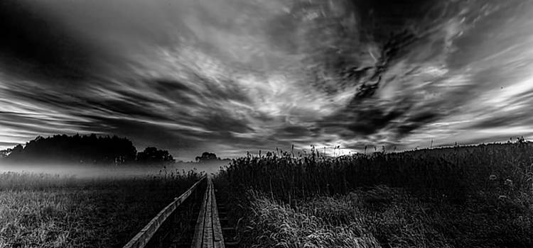 Explosive morning BW #h0 by Leif Sohlman