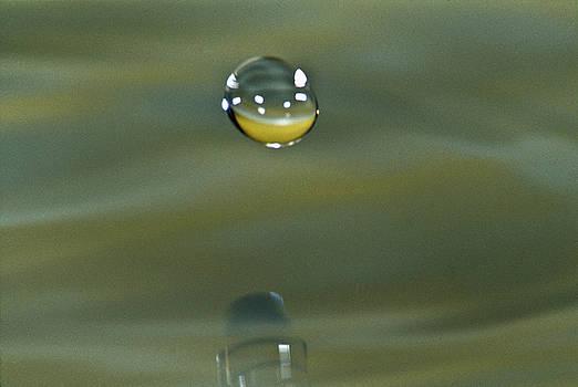 Heiko Koehrer-Wagner - Falling droplet