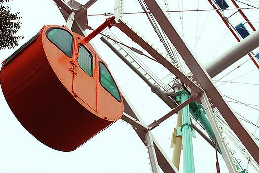 Ferris Wheel by Leslie Trotter