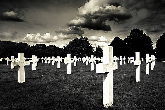 Mark Tisdale - Fields Of The Lost - American Cemetery At Cambridge