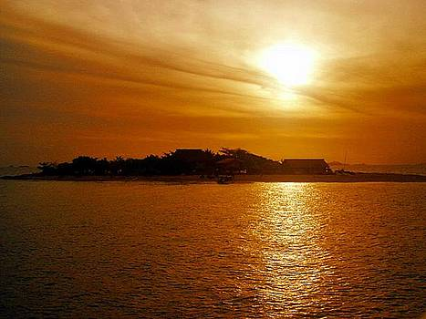 Fijian sunset by Keira MacVinish