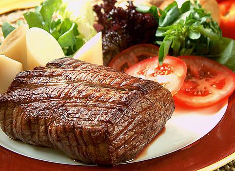 Filet Mignon com Salada by Henrique Magro
