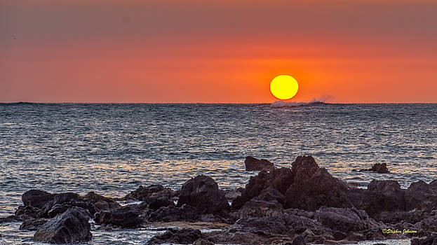 Final Sunset at Anaehoomalu Bay Hawaii by Stephen Johnson