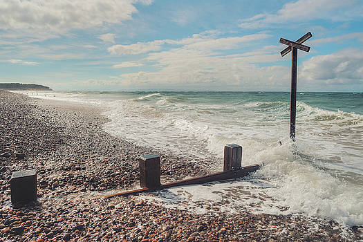 Findhorn Coast by Ray Devlin