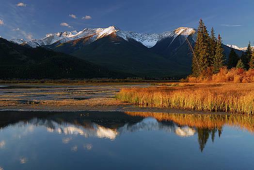 Reimar Gaertner - First light on Sundance Range at First Vermilion Lake in the Fal