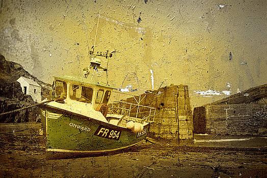 Fishing Boat - Porthgain by Gareth Davies