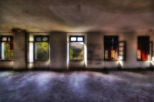 Enrico Pelos - FIVE WINDOWS ON THE WOOD - CINQUE FINESTRE SUL BOSCO