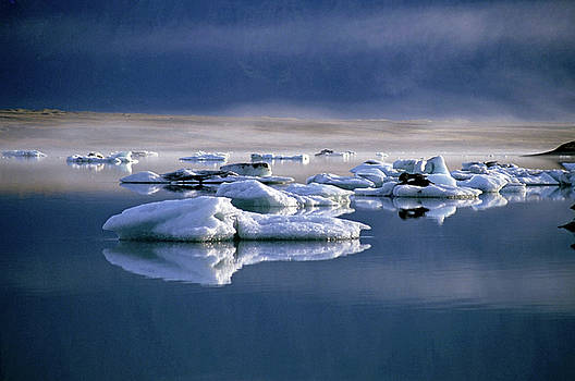 Sami Sarkis - Floating icebergs reflected in the quiet waters of Jokulsarlon