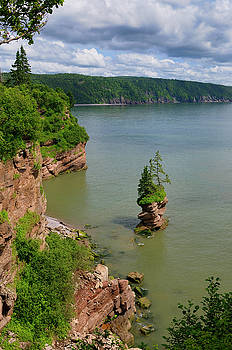 Reimar Gaertner - Flowerpot Rock and coast at Fownes Head lookout on the Fundy Tra
